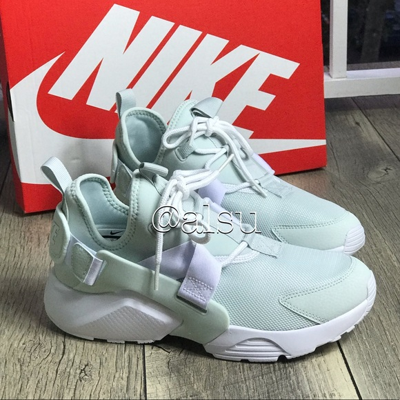 1e6b1ee974a NWT Nike Air Huarache City Low Barely Gray WMNS NWT